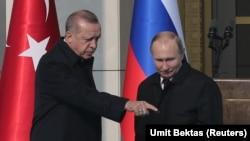 Түркия президенті Режеп Ердоған (сол жақта) мен Ресей президенті Владимир Путин. Анкара, 3 сәуір 2018 жыл.