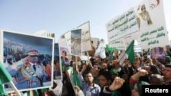 Прыхільнікі Кадафі на дэманстрацыі ў Трыпалі 17 лютага 2011 г.