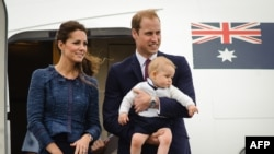 Princ William i princeza Kate, sa princom Georgom