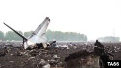 """""""Через 30 минут уже абсолютно все в поселке знали, что самолет упал на поле, потому что это в 500 метрах"""", - рассказывают очевидцы катастрофы"""