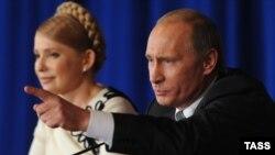 Тодішні прем'єр-міністр України Юлія Тимошенко і прем'єр-міністр Росії Володимир Путін. Москва, 29 квітня 2009 року