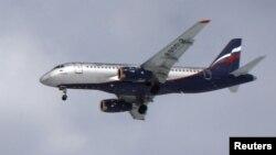 """Ресейдің """"Сухой"""" компаниясының SSJ-100 жолаушылар ұшағы."""