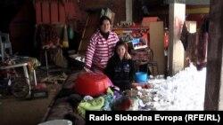 Семјството Алиоски живее во шупа, откако до темел им изгоре куќата.
