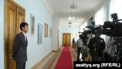 Жастар билікпен жабық есік жағдайындағы кездесу. Алматы, 9 сәуір, 2010жыл.
