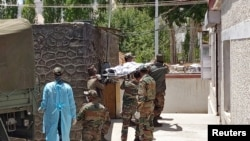 Indian army soldiers carry the body of their colleague, who was killed in a border clash with Chinese troops, to an autopsy centre at the Sonam Norboo Memorial Hospital in Leh, the capital of Ladakh on June 17.