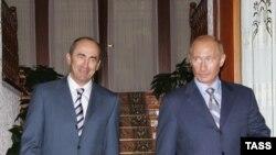 Роберт Кочарян (слева) и Владимир Путин (архивная фотография)