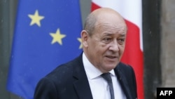 France -- French Defence minister Jean-Yves Le Drian lealves the Elysee palace after the weekly cabinet meeting, in Paris, September 16, 2015