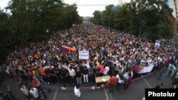 Armenia - Armenians demonstrate against an electricity price hike, Yerevan, 24Jun2015.