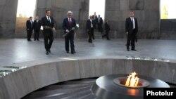 Ֆրանսիայի եւ Հայաստանի նախագահները Հայոց ցեղասպանության հուշահամալիրում, 6 հոկտեմբեր, 2011