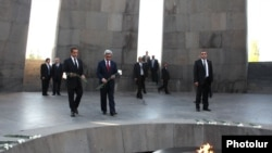 Armenia - French President Nicolas Sarkozy and his Armenian counterpart Serzh Sarkisian lay flowers at the Armenian Genocide Memorial in Yerevan, 06Oct2011.