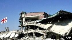 რუსეთ სამხედრო ავიაციის დაბომბვის შედეგად დაგნრეული გორის სამხედრო ბაზა