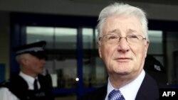 کریستوفر تپین (Christopher Tappin) تاجر بریتانیایی متهم به برنامه ریزی برای فروش قطعات موشک به جمهوری اسلامی.
