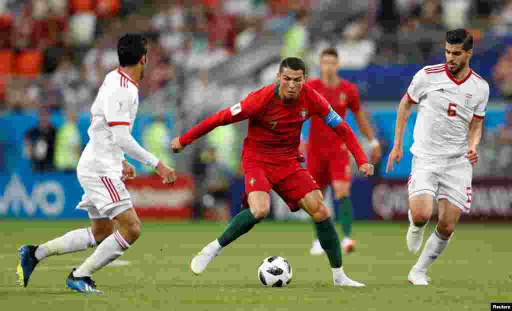 Soccer Football - World Cup - Group B - Iran vs Portugal - Mordovia Arena, Saransk, Russia - June 25, 2018 Portugal's Cristiano Ronaldo in action with Iran's Saeid Ezatolahi REUTERS/Matthew Childs