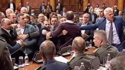 Guranje poslanika u Skupštini Srbije
