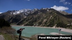 Вид на Большое Алматинское озеро в Иле-Алатауском национальном парке.