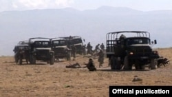 Armenia - Soldiers of the Peacekeeping Brigade hold exercises monitored by NATO officers, 20Sep2012.