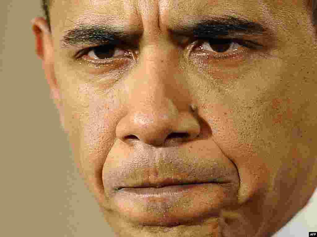 Obama - Prva teška pres konferencija - Obama se koncentrirao na ekonomsku krizu i zatražio od Kongresa da usvoji ekonomski paket ¨slijedećeg tjedna¨i izjavio da će uraditi ¨što god je potrebno¨da vrati Ameriku normalnom razvoju.