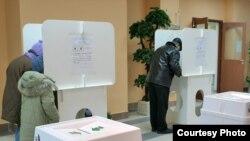 На вопрос о том, какое голосование предпочитают избиратели - бумажное или электронное - ответы поступают противоречивые