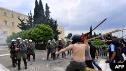 Судирите на демонстрантите и полицијата во Атина