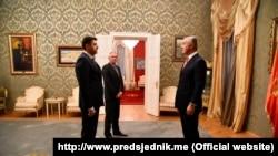 U jeku zaoštrenih odnosa predsednik Crne Gore Milo Đukanović prmio je akreditivna pisma novog ambasadora Srbije u toj državi Vladimira Božovića, 28. januara 2020.