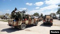 Силоҳбадастони мухолифи ҳукумати аз ҷониби СММ эътирофшуда дар Либия