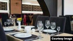 Generic -- restaurant service