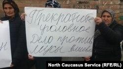 Плакат на митинге в Муцалауле