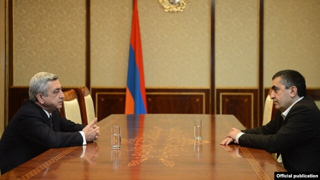 Armenia - President Serzh Sarkisan (L) discusses the impending appointment of a new prime minister with Armenian Revolutionary Federation leader Armen Rustamian in Yerevan, 19Apr2013.