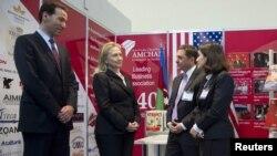 Hillary Clinton sərgidə, 6 iyun 2012