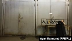 Закрытые контейнеры на алматинском вещевом рынке, называемом барахолкой. Иллюстративное фото.