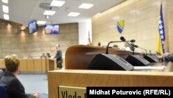 Bez obzira što je očito da u Vladi i vlasti Federacije postoje ozbiljni problemi, te da je dalje funkcionisanje dovedeno u pitanje, još niko od izabranih nije ponudio ostavku, Fotografije: Midhat Poturović