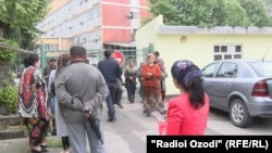 В ожидании приговора у Верховного суда Таджикистана. 28 апреля 2017 год
