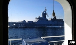Корабль ВМФ России у берегов острова Готланд, сфотографированный с борта финского научного судна. Сентябрь 2014 года