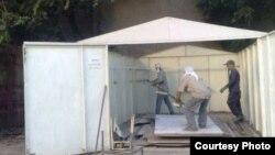 Тошкентдаги металл гаражни бузиш жараëни.