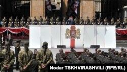 Президент Михаил Саакашвили принимает военный парад в честь 20-летия независимости Грузии