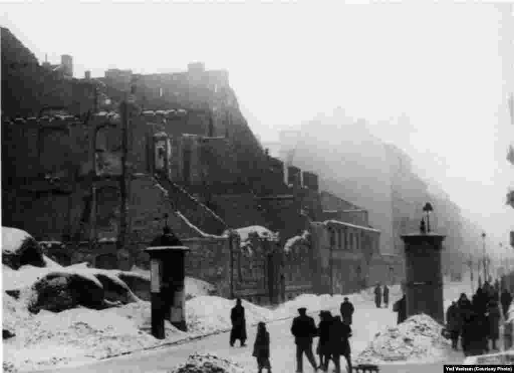 A snowy street in the ghetto