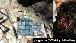 Зброя і патрона, канфіскаваныя падчас ператрусу ў падазраваных у замаху на забойства экспэрта Аляксандра Рувіна