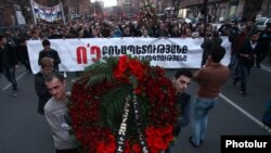 The opposition Armenian National Congress, the New Armenia Public Salvation Front and other opposition forces are holding a march in memory of March 1, 2008 victims