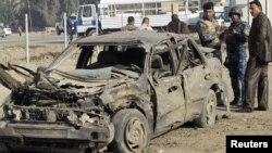 آثار تفجير على سيارة في إحدى الهجمات الأخيرة التي شهدتها بغداد