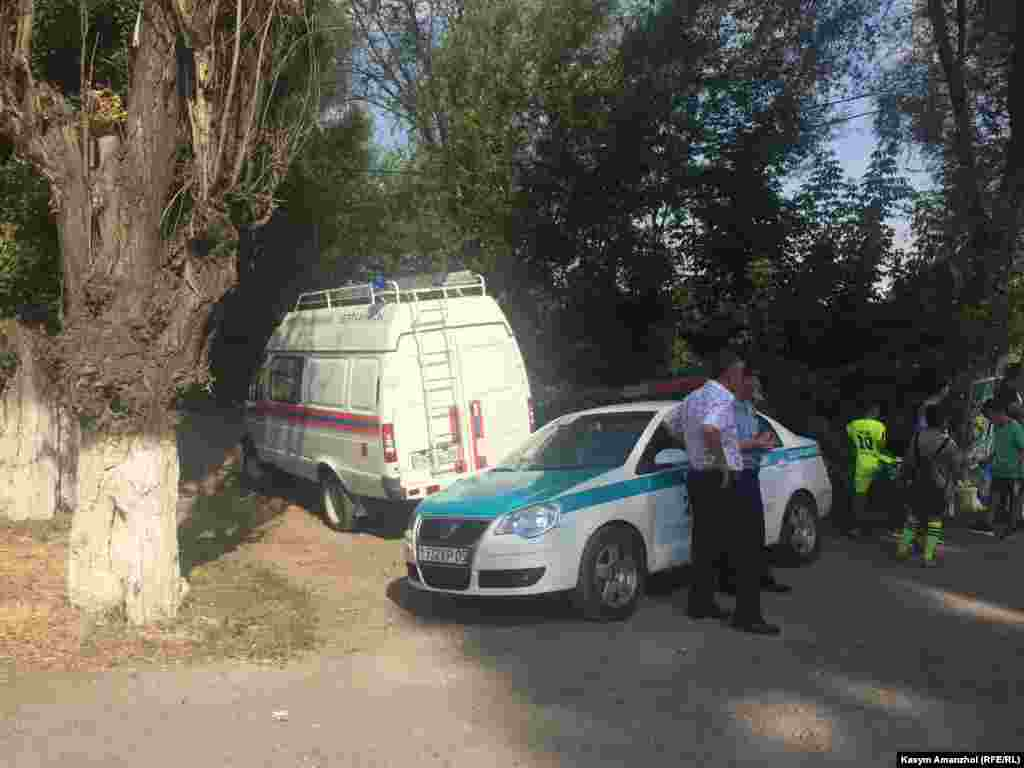 На месте пожара утром в пятницу репортеры Азаттыка видели полицейских и автомобиль пожарно-технической экспертизы.
