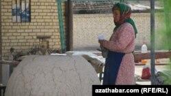 Türkmenistanda un bilen birlikde, beýleki azyk harytlarynyň gymmatlamagy hem dowam edýär.