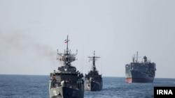 Иранские военные корабли в районе Ормузского пролива.