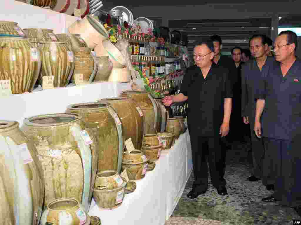 Kim visits the South Hamgyong Provincial Consumer Goods Exhibition in South Hamgyong Province.
