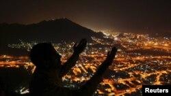 Saudi Arabia -- A Muslim pilgrim prays atop Mount Al-Noor during the annual haj pilgrimage in Mecca, 09Nov2010
