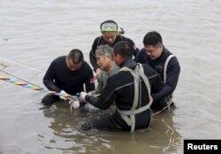 یکی از اندک نجاتیافتگان کشتی غرقشده