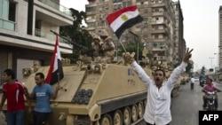 Мурсиге каршылар армияны кубануу менен тосуп алды
