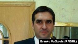 """""""On (Radomir Nikolić) je nastavio zaduživanje i sad je došlo do grla, ne samo u Kragujevcu, nego u čitavoj Srbiji"""", kaže Radić"""