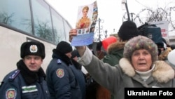 Supporters of former Prime Minister Yulia Tymoshenko and police near Kachanivska prison in Kharkiv on February 14.