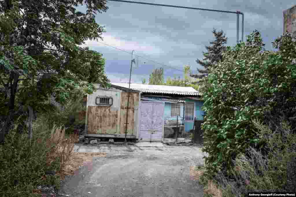 600 семей, потерявших крышу над головой более двух десятилетий тому назад, до сих пор живут в провизорных условиях