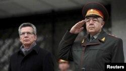 Томас де Майзер кейинги бир ой ичида Ўзбекистонга ташриф буюрган НАТО ва Европа Иттифоқига аъзо давлатлар мудофаа вазирларининг учинчисидир.